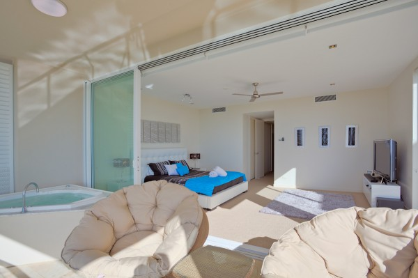 Dee's Retreat Main Bedroom Area & Spa